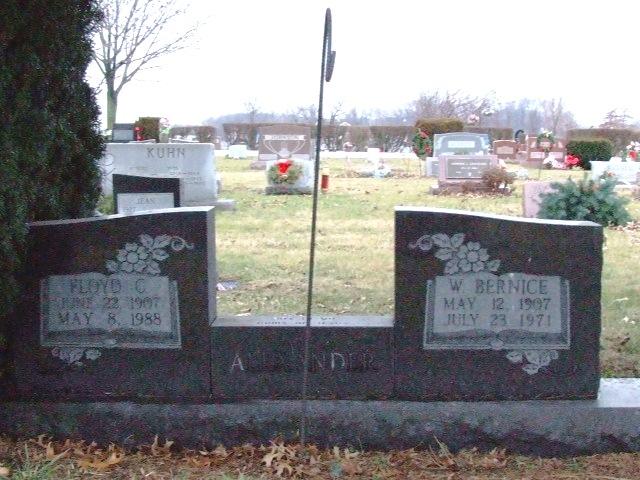 ALEXANDER Floyd C. dod 1988 & W Bernice dod 1971 DSCF1970.JPG