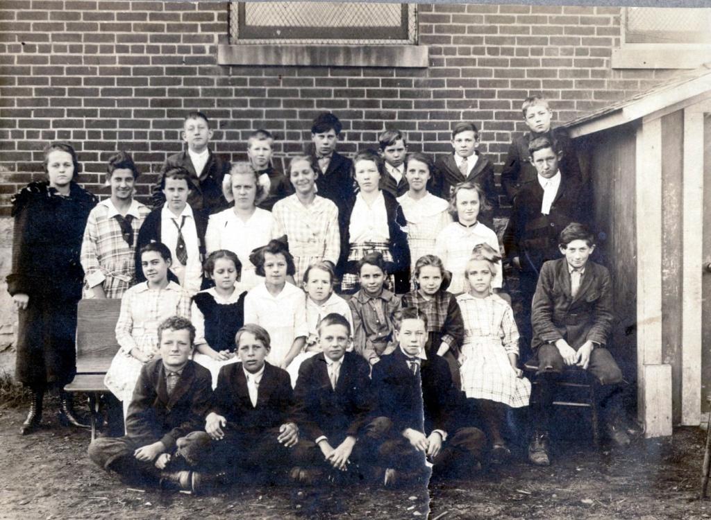Unknown abt 1920_0.jpg