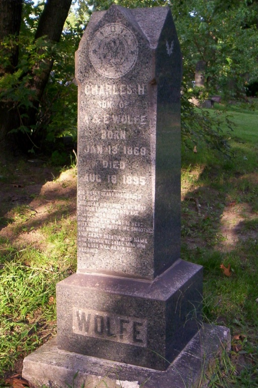 Wolfe Chas grave.JPG