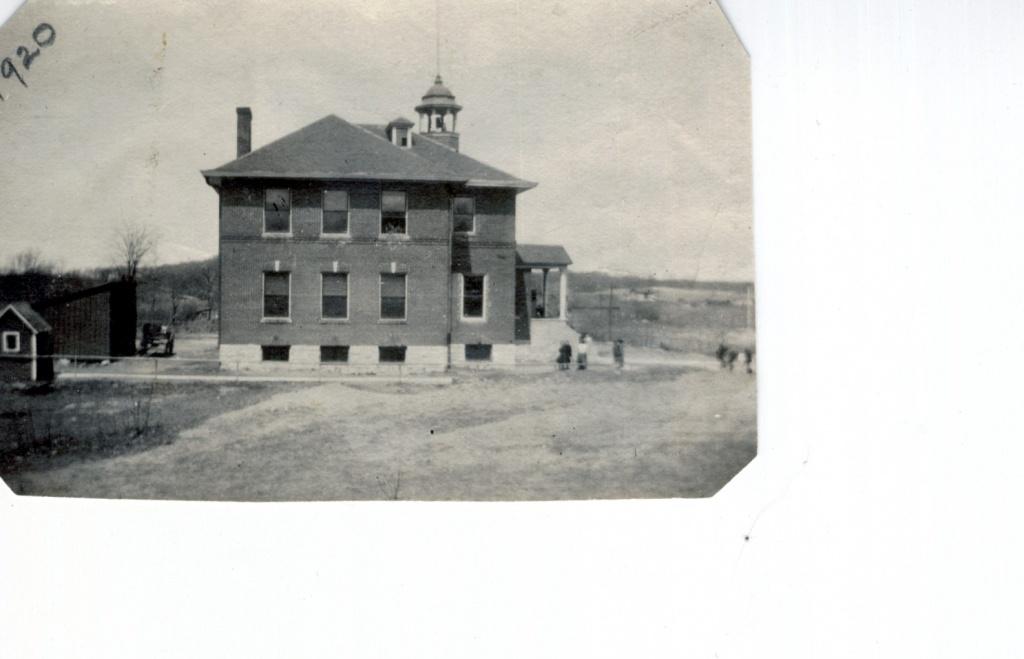 Crisman School 1920.jpg