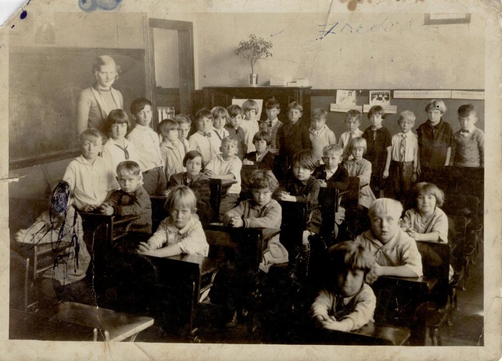 Garyton School abt 1927 or 28.jpg