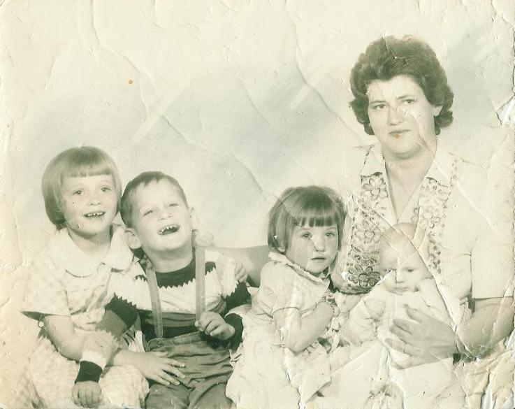 unidentified family.JPG
