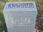 ARNOLD Jessie E. 1916 headstone S8 0394.JPG